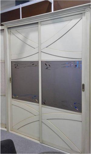 Классический шкаф купе с эксклюзивным декором Калуга