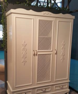 Распашные двери с декоративными накладками Калуга